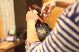 【薄毛 パーマ】頭頂部やつむじ周りの薄毛をカバーする