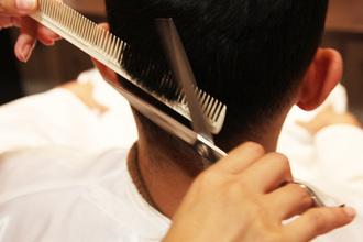 【メンズ ヘアスタイル】「おまかせ」はNG!?初の美容院でヘアスタイルオーダー時に伝えるべき3つのこと