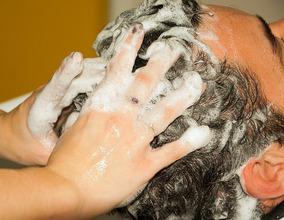 【抜け毛 改善】正しいシャンプー方法で頭皮環境を整え早めの薄毛予防を!