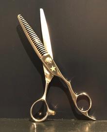 【薄毛 カット】すきばさみを使って、自分で髪を切る場合の注意点
